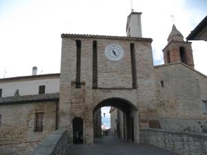 Porta d'accesso al borgo antico di Candelara