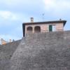 Veduta delle mura di Novilara