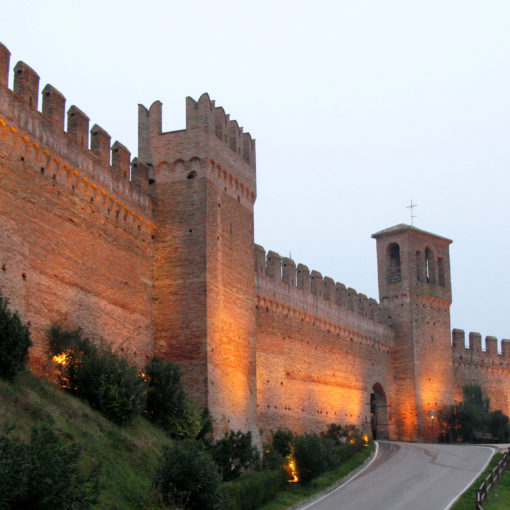 Vista delle mura esterne di Gradara