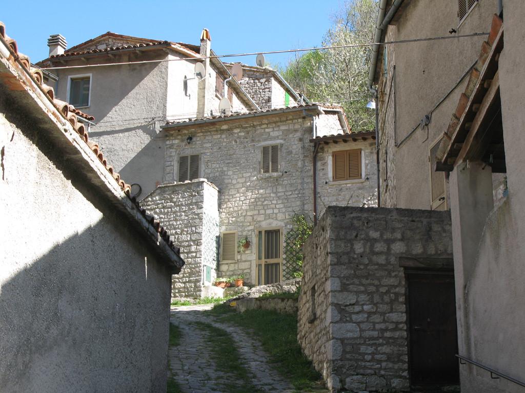 Vie interne del borgo di Pieia