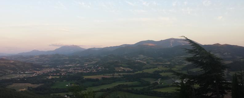 Veduta della valle del Metauro da Peglio