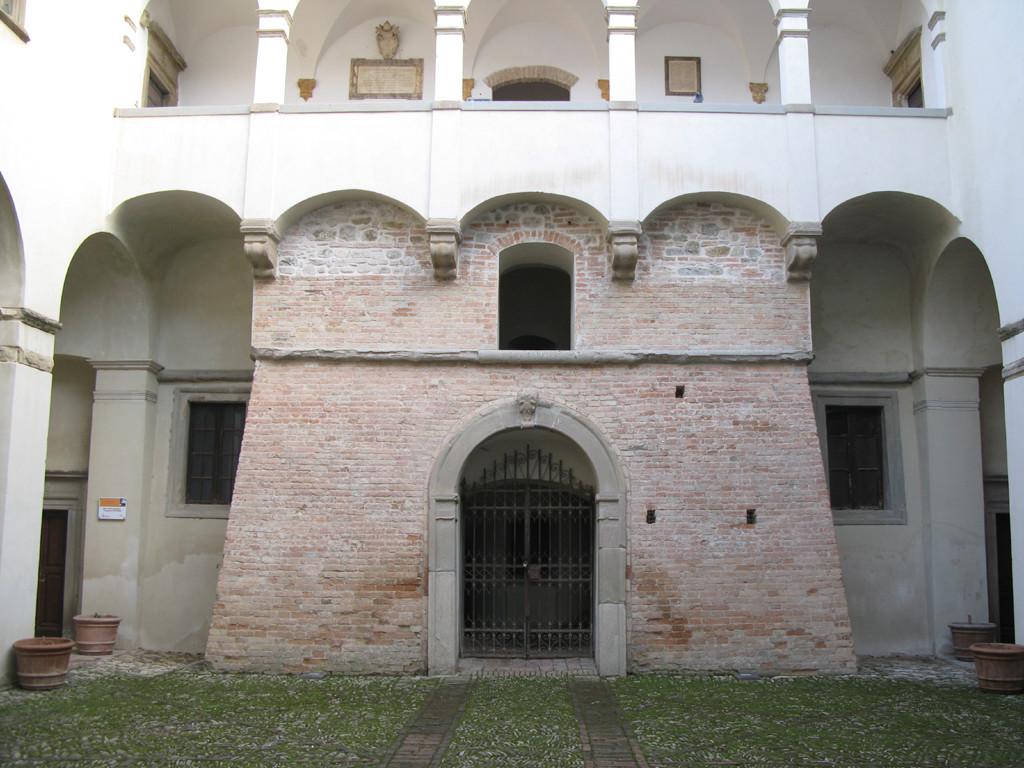 Cortile interno della Rocca Ubaldinesca di Sassocorvaro