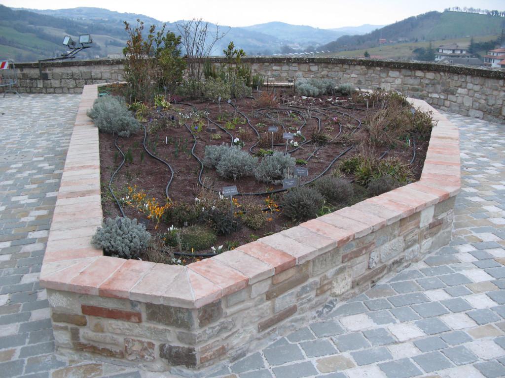 Giardino pensile situato nella Rocca di Monte Cerignone
