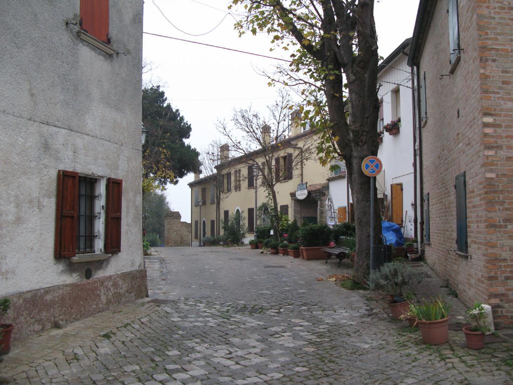 Via principale di Casteldimezzo