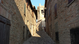 Via principale di Montefabbri