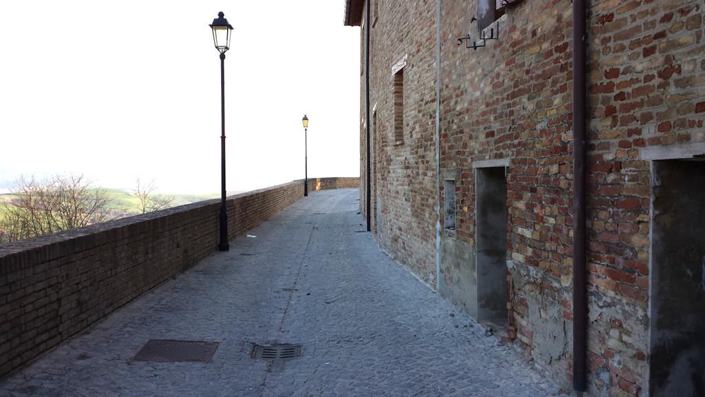 Interno delle mura di Montefabbri