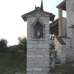 Edicola votiva al centro di Villa Croce