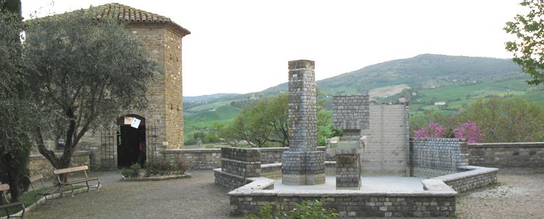 Piazza di Frontino con la fontana di Franco Assetto