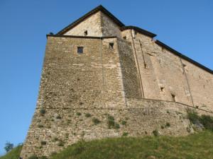Particolare del Castello di Frontone con il caratteristico puntone