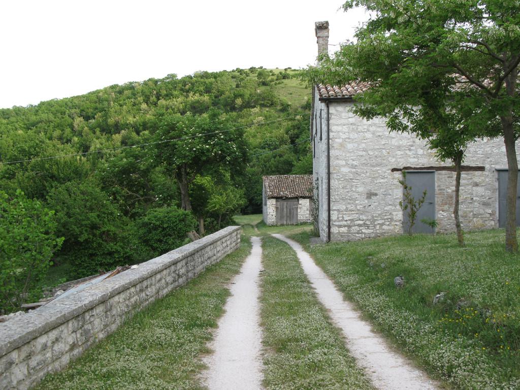 Veduta laterale della Chiesa di Montiego
