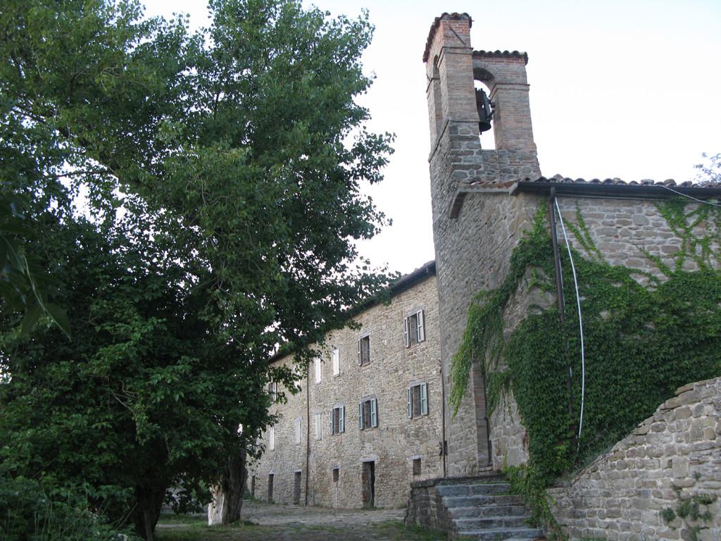 Palazzo Gentilizio e Chiesa di San Silvestro a Pietrarubbia