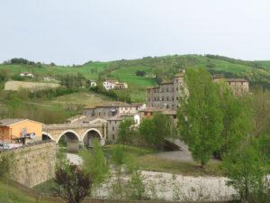 Panorama di Belforte con Castello e ponte