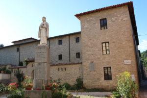 Monastero delle Cappuccine e statua di Santa Veronica Giuliani