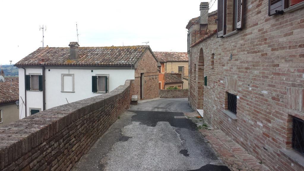 Camminamento interno alle mura di Mondolfo