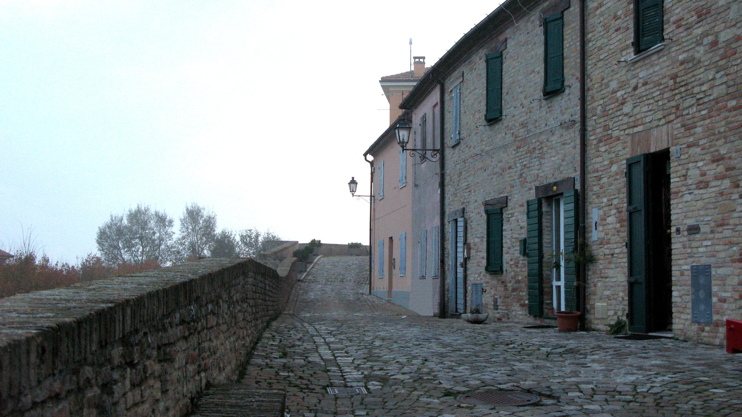 Camminamento lungo le mura di Novilara